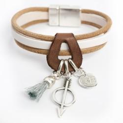 Bracelet cuir ton naturel flêche pompon et médaille argentée