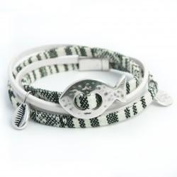 Bracelet double tour cuir blanc et tissu poisson et cowry