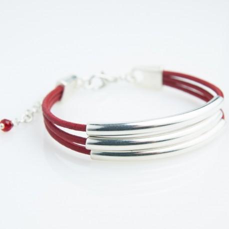 Bracelet cuir cordons rouge et tubes argentés