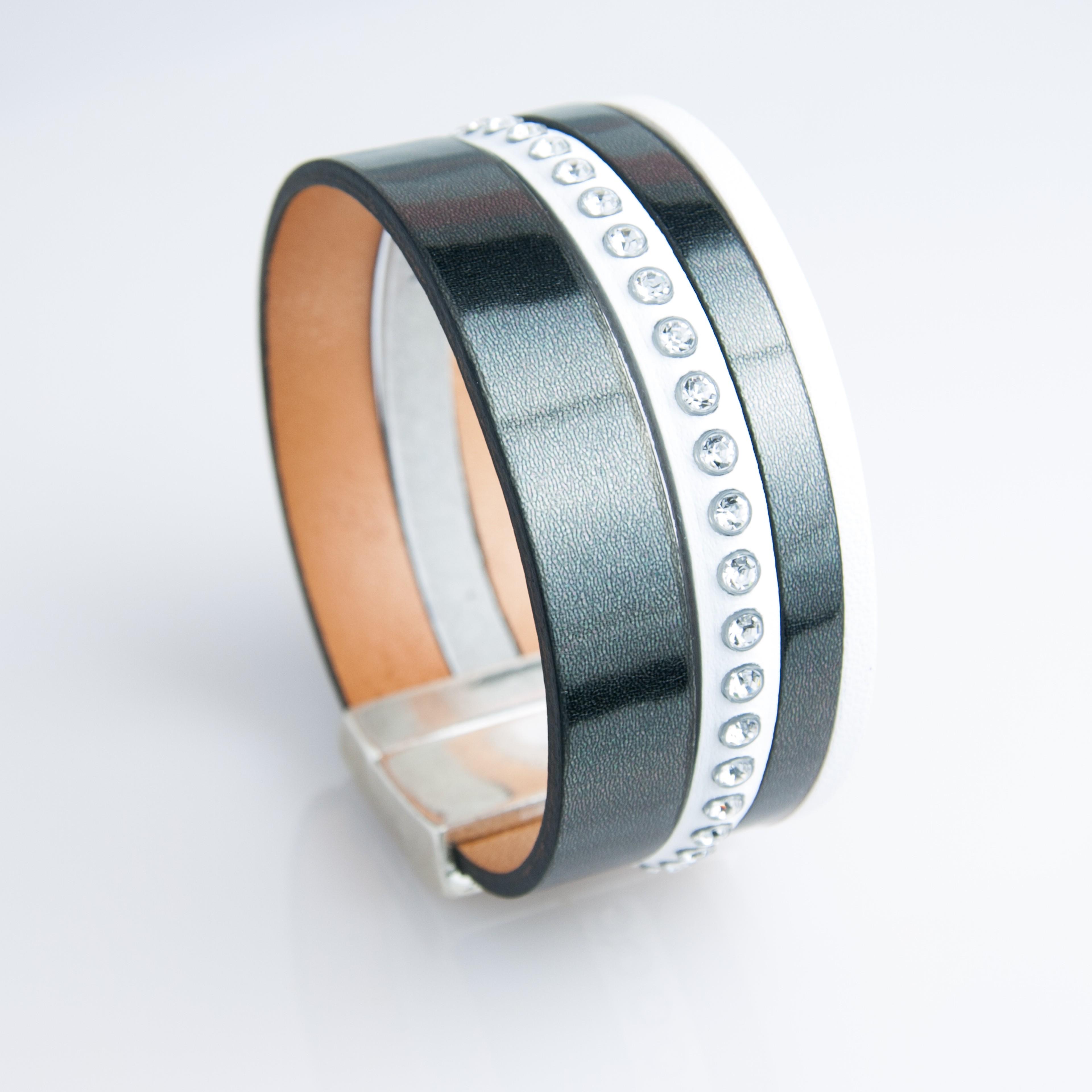 Manchette cuir vernis noir et lanière blanche strass Swarovski - L E  créations 6d2af377987d